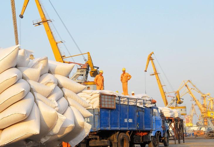 Xuất khẩu đóng góp không nhỏ vào tăng trưởng với kết quả 9 tháng đạt con số kỷ lục 154 tỷ USD và dự kiến năm nay đạt 202 tỷ USD. Ảnh: Lê Tiên