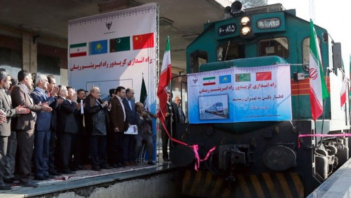 Một đoàn tàu chở hàng Trung Quốc cập bến ở Iran - Ảnh: EPA/SCMP.