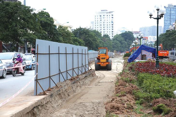 Văn bản của Hà Nội cho biết, đơn vị thi công Gói thầu (cắt xén) là Công ty CP Công trình giao thông Hà Nội. Ảnh: Dương Thúy