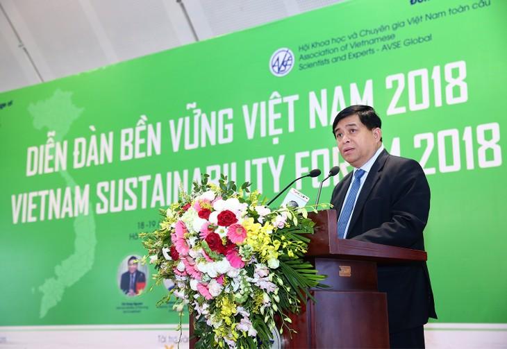 Bộ trưởng Bộ KH&ĐT Nguyễn Chí Dũng phát biểu tại Diễn đàn. Ảnh: Lê Tiên