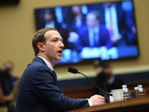 Mark Zuckerberg trong buổi điều trần vớiHạ viện Mỹ tuần trước. Ảnh:USA Today