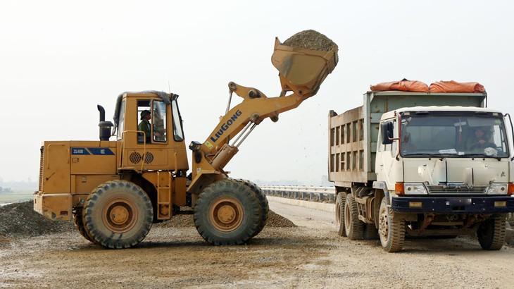 Một trong các yêu cầu khi thanh tra, kiểm tra các công trình đầu tư xây dựng, đặc biệt là dự án BOT giao thông thực hiện thời gian qua là xem xét việc chỉ định thầu có đúng quy định hay không. Ảnh: Tường Lâm