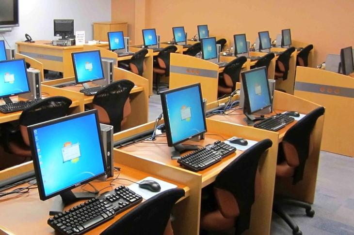 Gói thầu Mua sắm tập trung máy vi tính để bàn, máy vi tính xách tay, máy in, máy photocopy được Sở Tài chính tỉnh Đắk Nông lựa chọn nhà thầu rộng rãi qua mạng. Ảnh: Phú An