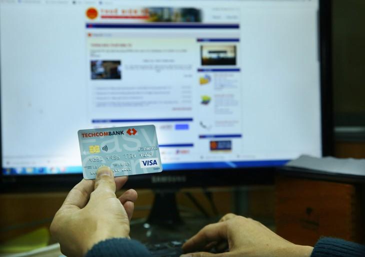 Việc cơ quan thuế tiếp cận tài khoản ngân hàng gây lo ngại về tính bảo mật thông tin cá nhân và bí mật kinh doanh. Ảnh: Nhã Chi