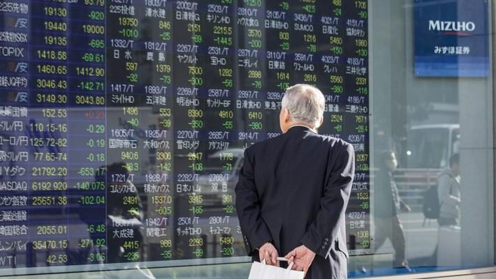 Chứng khoán Nhật đã mất gần 1.250 tỷ USD vốn hóa năm nay - Ảnh: Bloomberg.