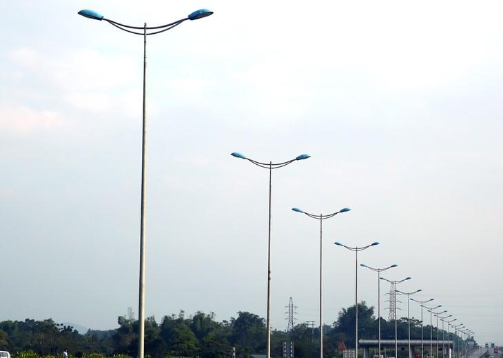 Nhà thầu Tân Phước Thành từng trúng nhiều gói thầu xây lắp, thi công đường và hệ thống chiếu sáng tại tỉnh Vĩnh Long. Ảnh: Phú An
