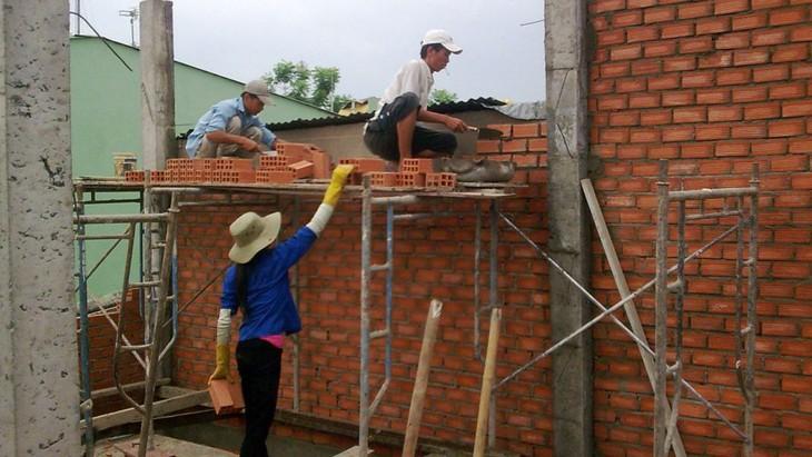 Sở Giáo dục và Đào tạo tỉnh Trà Vinh sẽ chỉ định cho nhà thầu khác thực hiện phần công việc còn lại của 2 lô thầu dang dở. Ảnh: Linh Anh
