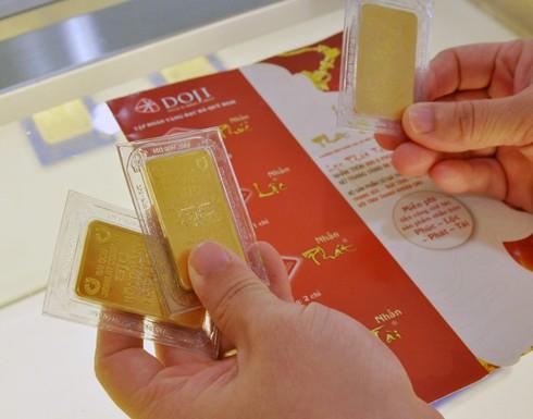 Giao dịch vàng miếng tại doanh nghiệp. Ảnh:PV.
