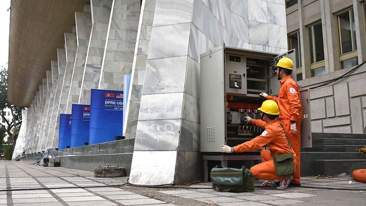 Kiểm tra thiết bị điện để đảm bảo vận hành thông suốt và an toàn tuyệt đối cho Trung tâm Báo chí quốc tế