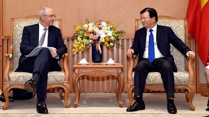 Phó Thủ tướng Trịnh Đình Dũng tin tưởng Tập đoàn Air Liquide sẽ tiếp tục phối hợp chặt chẽ với các bộ, ngành và doanh nghiệp để mở rộng sản xuất tại Việt Nam. Ảnh: Quý Bắc