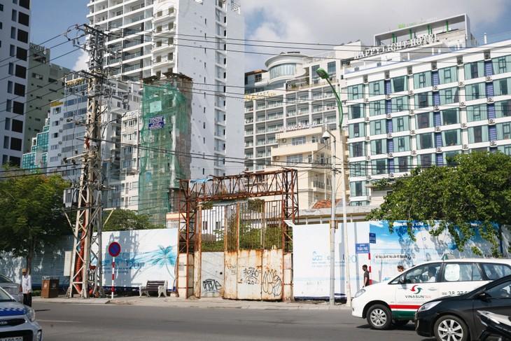 Hành trình hơn 15 năm tìm nhà đầu tư cho khu đất 48 - 48A Trần Phú, TP. Nha Trang vẫn chưa có hồi kết. Ảnh: Lê Tiên