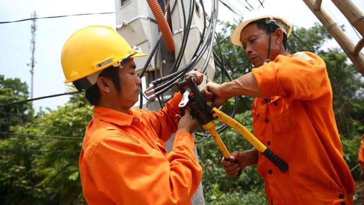 Giá điện sắp tăng 8,36% so với giá điện bình quân hiện hành. Ảnh: Nhã Chi