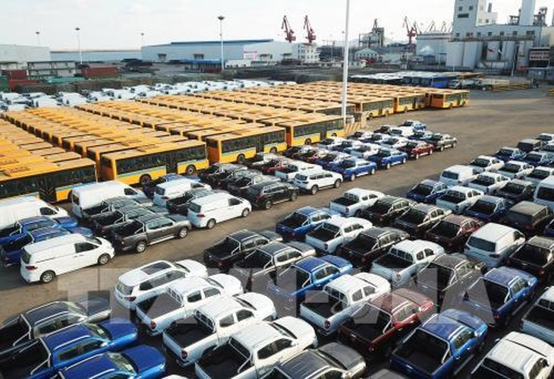 Ô tô xuất khẩu được xếp tại cảng ở Liên Vân Cảng, tỉnh Giang Tô, miền đông Trung Quốc. Ảnh: THX/ TTXVN