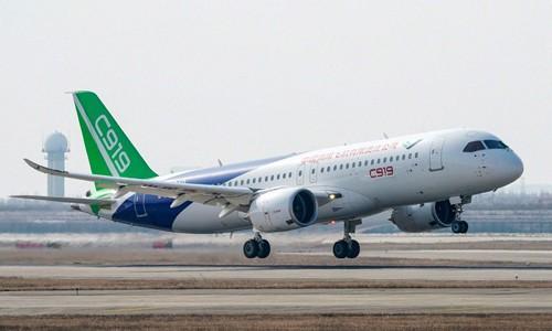 Máy bay C919 bay thử tại sân bay quốc tế Thượng Hải cuối năm ngoái. Ảnh:AP