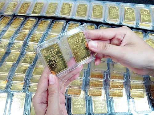 Giao dịch vàng miếng tại doanh nghiệp trong nước. Ảnh:PV.