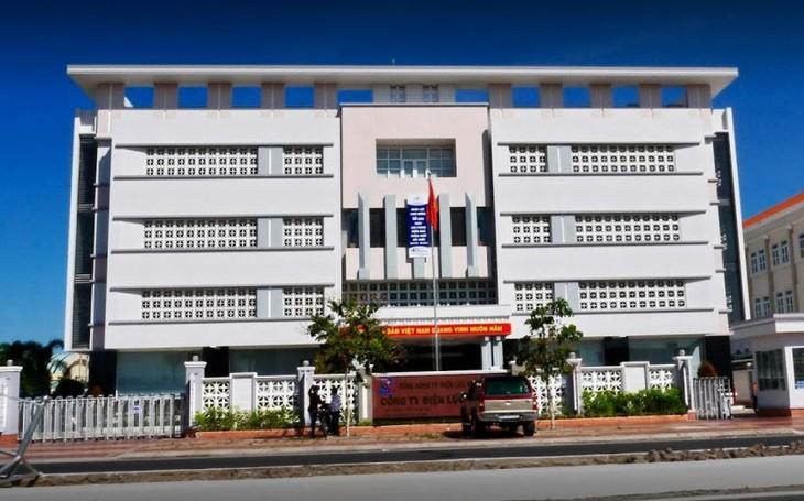 Công ty Điện lực Cà Mau đã chỉ định nhà thầu khác tiếp tục thực hiện Gói thầu số 15. Ảnh: Việt Dũng