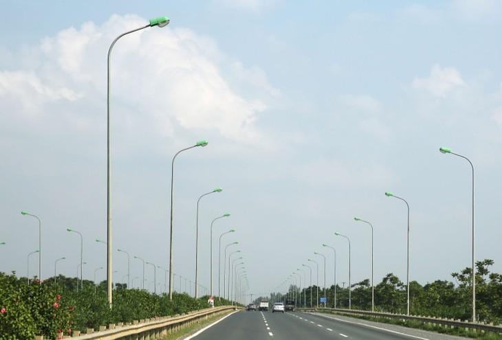 Gói thầu số 1 Nâng cấp, cải tạo, mở rộng hệ thống điện chiếu sáng công cộng trên địa bàn TP. Vĩnh Long có giá gói thầu trên 23,5 tỷ đồng. Ảnh: Nhã Chi