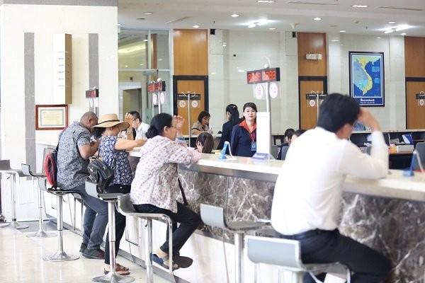 Làn sóng sáp nhập, hợp nhất thứ 2 giữa các ngân hàng được dự báo sẽ sớm diễn ra tại Việt Nam. Ảnh minh họa Thành Hoa.