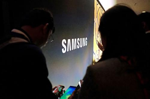 Khách tham quan tại một sự kiện của Samsung ở California (Mỹ). Ảnh:Reuters