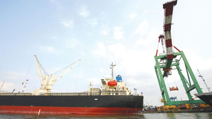 Theo thông báo hàng hải, luồng hàng hải Soài Rạp đã đạt -9,5 m vào năm 2015, đáp ứng cho tàu tải trọng đến 30.000 DWT đầy tải và 50.000 DWT giảm tải. Ảnh: Tiên Sơn
