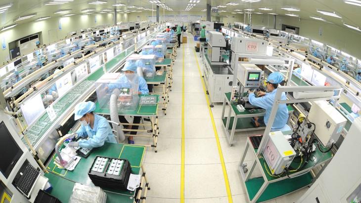 Tăng trưởng của ngành công nghiệp chế biến, chế tạo dù chậm lại, song vẫn duy trì ở mức khá nhờ thu hút được lượng vốn FDI đáng kể. Ảnh: Trần Thanh Hải