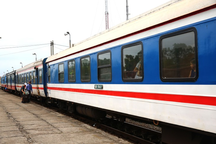 Phía tư vấn đề xuất nâng cấp tuyến đường sắt hiện tại để khai thác vận tải hàng hóa và hành khách địa phương song song với việc xây dựng đường sắt tốc độ cao. Ảnh: Nhã Chi