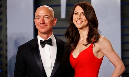 Vợ chồng Jeff và MacKenzie Bezos. Ảnh:Reuters