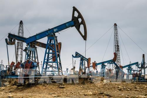 Giếng dầu của mỏ dầu Bibi Heybat ở ngoài khơi Biển Caspi , Azerbaijan. Ảnh: AFP/TTXVN