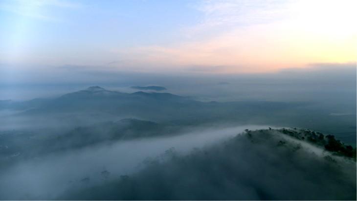 Núi Tiên - một ngọn núi lửa đã tắt 2,6 triệu năm trước - tại Nghĩa Đàn, Nghệ An