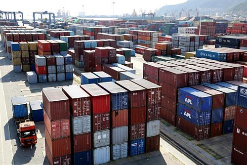 Container tại một cảng biển ở Giang Tô (Trung Quốc). Ảnh:Reuters