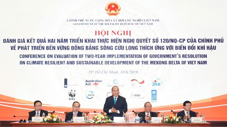 Thủ tướng Nguyễn Xuân Phúc chủ trì Hội nghị đánh giá kết quả hai năm thực hiện Nghị quyết 120/NQ-CP về phát triển bền vững ĐBSCL thích ứng với biến đổi khí hậu. Ảnh: Hiếu Nguyễn