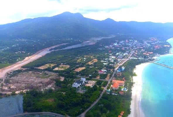 Gói thầu số 14 thuộc Dự án Đường trục phía Bắc khu trung tâm huyện Côn Đảo đạt tỷ lệ tiết kiệm 0,9% sau đấu thầu rộng rãi. Ảnh: Đoàn Khương