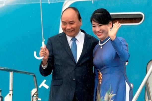 Thủ tướng Nguyễn Xuân Phúc và Phu nhân đến sân bay quốc tế Kansai, Osaka, Nhật Bản. Ảnh: Hiếu Nguyễn
