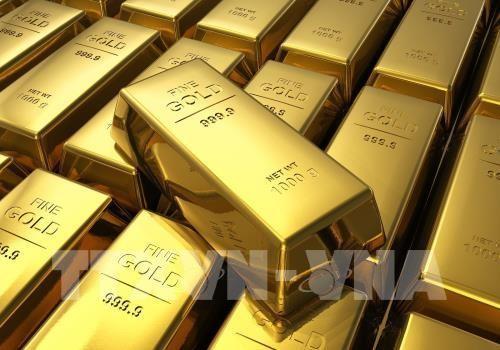 Giá vàng giảm do thị trường chứng khoán tăng điểm. Ảnh: AFP/TTXVN
