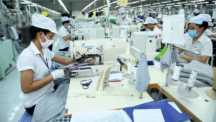 Những tháng cuối năm là giai đoạn cao điểm cho các DN tập trung sản xuất, tăng tốc xuất khẩu. Ảnh: Lê Tiên
