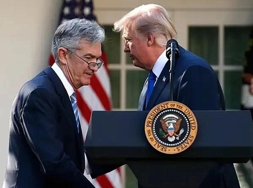 Chủ tịch Fed Jerome Powell và Tổng thống Mỹ Donald Trump. Ảnh:AP