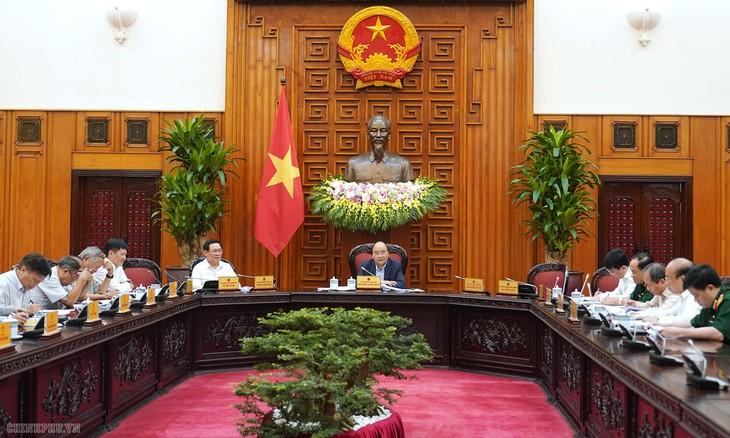 Thủ tướng Nguyễn Xuân Phúc chủ trì phiên họp của Thường trực Tiểu ban Kinh tế - Xã hội của Đại hội Đảng XIII. Ảnh: Hiếu Nguyễn