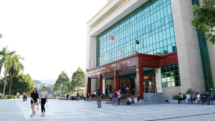 Kim ngạch xuất, nhập khẩu hàng năm của Khu kinh tế cửa khẩu Lào Cai đứng thứ 3 trong các cửa khẩu quốc tế phía Bắc Việt Nam. Ảnh: Lê Tiên