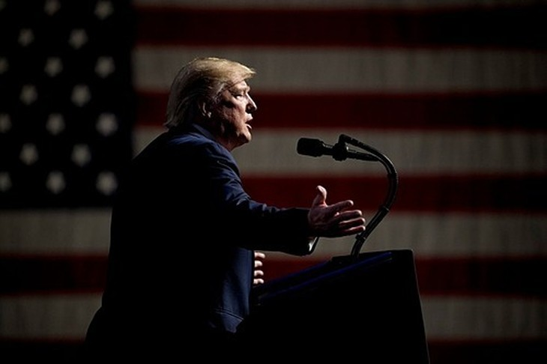 Chính quyền của ông Trump có thể đối diện nhiều kiện tụng hơn nếu tiếp tục theo đuổi chiến lược dùng thuế quan để gây sức ép lên các đối tác thương mại.Ảnh: AP