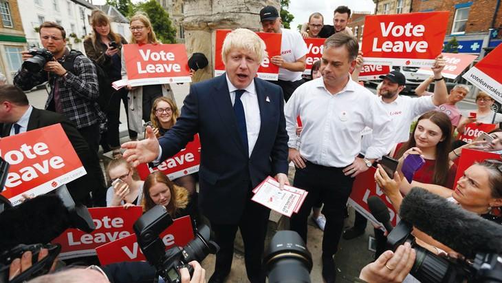 """Ông Boris Johnson ủng hộ Anh rời EU trong bài diễn thuyết mang tên """"Bỏ phiếu rời đi"""" tại Selby (Anh) hôm 22/6, cố gắng tranh thủ những giờ phút cuối cùng trước thời điểm bỏ phiếu kết thúc để kêu gọi người dân"""