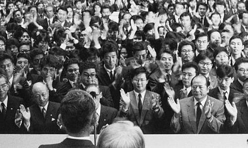 Sở giao dịch chứng khoán Tokyo vào ngày 29/12/1989, khi Nikkei 225 đạt kỷ lục.Ảnh: AP