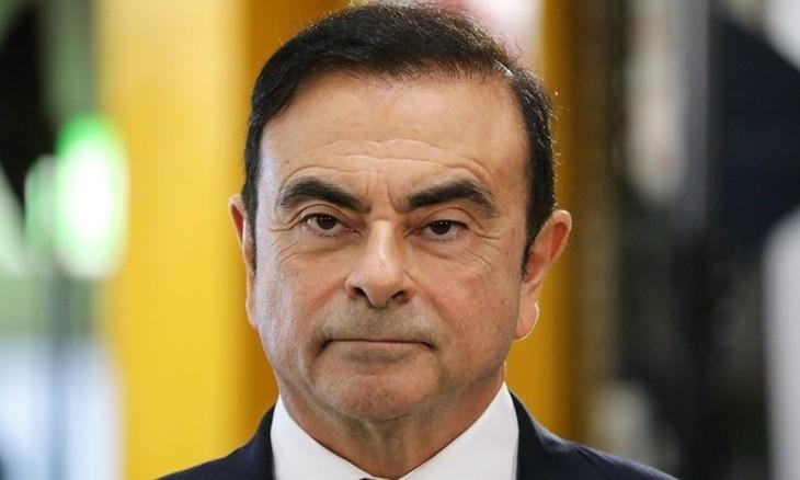 Cựu chủ tịch Nissan Carlos Ghosn trong chuyến thăm một nhà máy ở Pháp tháng 11/2018. Ảnh:AFP.