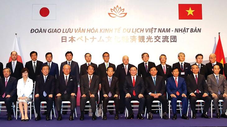 Phó Thủ tướng Vương Đình Huệ, ông Nikai Toshihiro cùng lãnh đạo các bộ, ngành Việt Nam, thành phố Đà Nẵng tại Lễ khai mạc