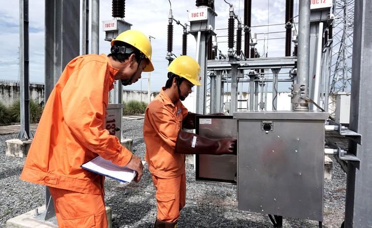 Gói thầu Thi công xây dựng, cung cấp vật tư và lắp đặt thiết bị mạch vòng tại Văn Giang (Hưng Yên), theo đại điện Công ty Dịch vụ Điện lực miền Bắc, là gói thầu hỗn hợp. Ảnh minh họa: Thế Anh
