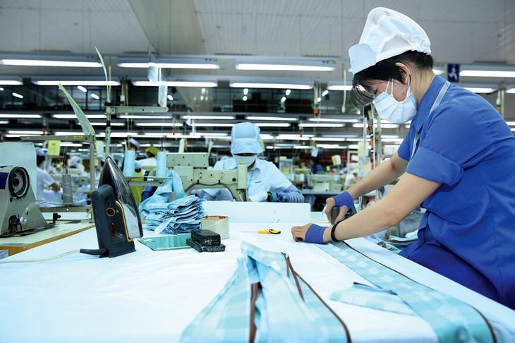 Chính phủ, các bộ, ngành và địa phương cần có các biện pháp cấp bách hỗ trợ DN trong sản xuất, kinh doanh để vượt qua giai đoạn khó khăn này. Ảnh: Lê Tiên