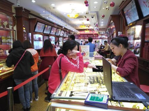 Giá vàng trong nước sáng nay (26/2) tiếp tục giảm giá.Ảnh: Thùy Linh/BNEWS/TTXVN