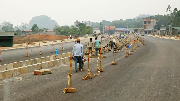 Trong năm 2019, tỉnh Sơn La đã tổ chức đấu thầu 3.999 gói thầu thuộc dự án và dự toán mua sắm thường xuyên. Ảnh: Nhã Chi