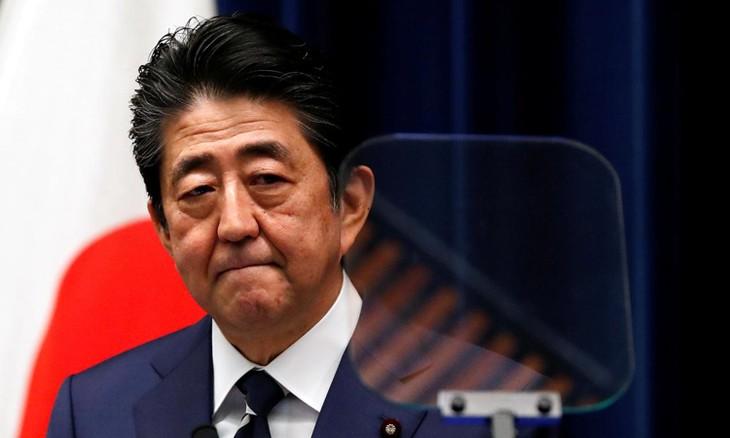 Thủ tướng Nhật Abe Shinzo trong cuộc họp báo tại Tokyo hôm 29/2. Ảnh:Reuters.