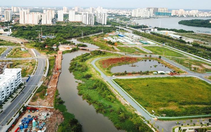 Đối với dự án có sử dụng đất, Nghị định 25/2020/NĐ-CP phân định rõ trường hợp giao đất, cho thuê đất theo một trong ba hình thức: đấu thầu dự án, đấu giá quyền sử dụng đất và quyết định chủ trương đầu tư. Ảnh: Lê Tiên