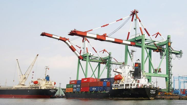 Thu ngân sách nhà nước từ hoạt động xuất nhập khẩu tháng 2 ước đạt 22,2 nghìn tỷ đồng. Ảnh: Lê Tiên